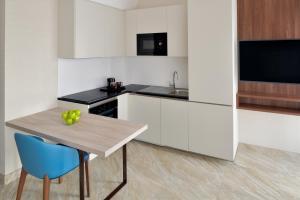 A kitchen or kitchenette at Mövenpick Hotel Apartments Downtown Dubai