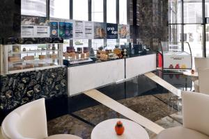 A restaurant or other place to eat at Mövenpick Hotel Apartments Downtown Dubai