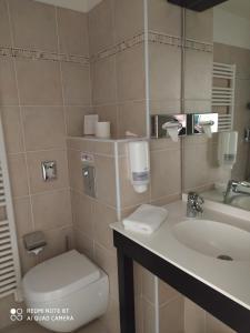 A bathroom at Le Synaya