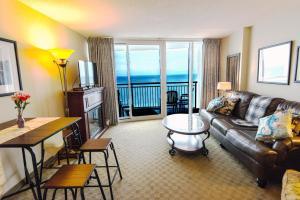 Deluxe Ocean front One Bedroom suite in Sandy Beach Resort