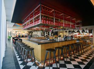 The lounge or bar area at citizenM London Shoreditch