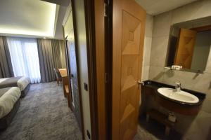 حمام في FOUR SEVEN HOTEL