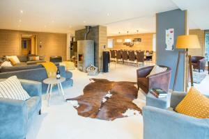 The lounge or bar area at Ferme de Coutettaz