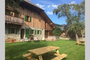 A porch or other outdoor area at Ferme de Coutettaz