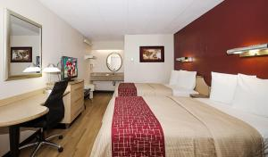 A room at Red Roof Inn Chicago - Joliet