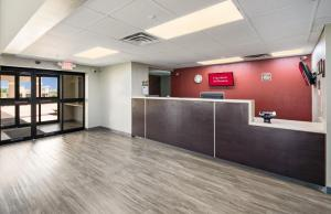 The lobby or reception area at Red Roof Inn & Suites Austin East - Manor