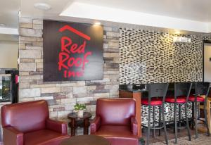 The lounge or bar area at Red Roof Inn Hartford - Vernon