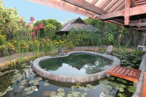 Kolam renang di atau di dekat Hotel Pondok Sari Beach & SPA Resort