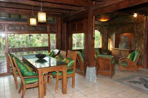 Area lounge atau bar di Hotel Pondok Sari Beach & SPA Resort