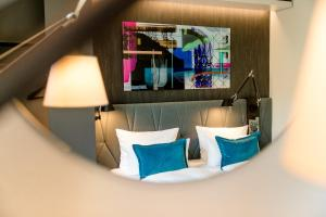 The lounge or bar area at Motel One Berlin-Hackescher Markt