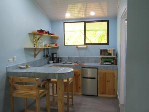A kitchen or kitchenette at Peace of Paradise