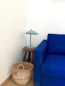 A seating area at Chez Léo, Charme et Confort 5 min Gare 10 min Vieux Port
