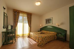 Letto o letti in una camera di Hotel Parco delle Cale