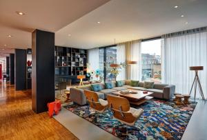 The lounge or bar area at citizenM Glasgow
