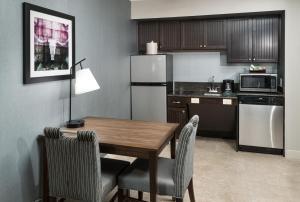Kuhinja ili čajna kuhinja u objektu Homewood Suites Austin NW near The Domain