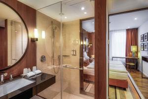 A bathroom at AMERON Hamburg Hotel Speicherstadt