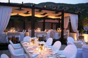 A restaurant or other place to eat at Egnatia City Hotel & Spa