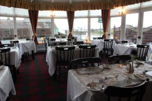 A restaurant or other place to eat at The Upper Largo Hotel & Restaurant