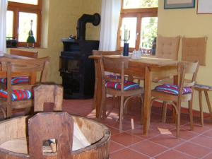A restaurant or other place to eat at Bio Pension Kirschenfee