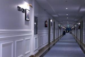 O saguão ou recepção de Rollins Hotel