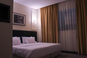 Um quarto em Rollins Hotel