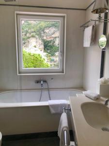 A bathroom at Hotel Villa Franca