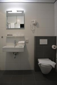 Ein Badezimmer in der Unterkunft SEA YOU Hotel Noordwijk