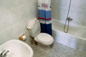 Ένα μπάνιο στο Hostal Algodon