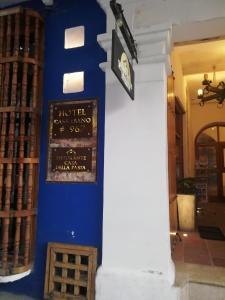 The facade or entrance of Casa Ebano 967