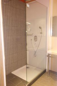 A bathroom at Gobeo Park