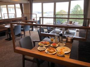 A restaurant or other place to eat at Best Western Hotel Mainz