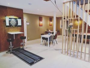 The lounge or bar area at B&B Resort Tremele