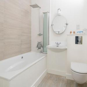 A bathroom at St Ives Harbour Hotel & Spa
