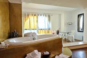 A bathroom at Hotel Al Castello