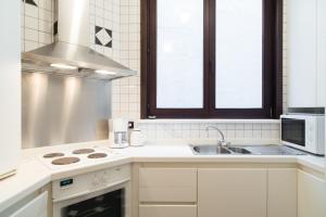 A kitchen or kitchenette at Residentie Kursaal