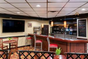 A restaurant or other place to eat at Quality Inn and Suites Montreal East