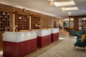 The lounge or bar area at DoubleTree by Hilton Bath