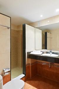 A bathroom at Blue Sea Mediodia
