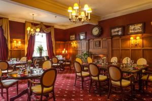 A restaurant or other place to eat at The Saracens Head Hotel
