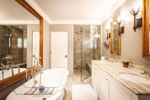 A bathroom at El Encanto, A Belmond Hotel, Santa Barbara
