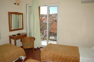 Ένα ή περισσότερα κρεβάτια σε δωμάτιο στο Ξενοδοχείο Ορφέας