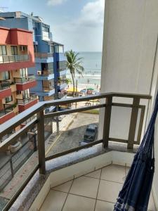 A balcony or terrace at Costa do Marfim vista do mar, 2 vagas de garagem