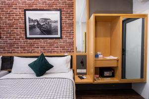 Ein Bett oder Betten in einem Zimmer der Unterkunft B Street Hotel