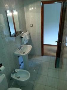 A bathroom at Hotel Azcona