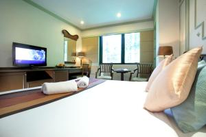 A room at Majestic Suites Hotel