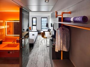 A bunk bed or bunk beds in a room at Jaz in the City Amsterdam