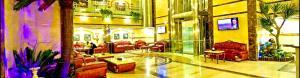 Um restaurante ou outro lugar para comer em Muhammadiyah Palace Hotel Suites
