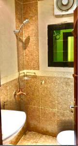Um banheiro em Muhammadiyah Palace Hotel Suites