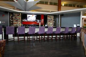 The lounge or bar area at Crowne Plaza Suffern-Mahwah, an IHG Hotel