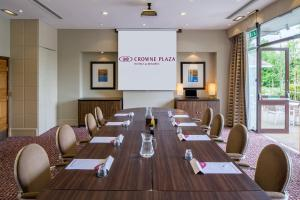 The business area and/or conference room at Crowne Plaza Reading